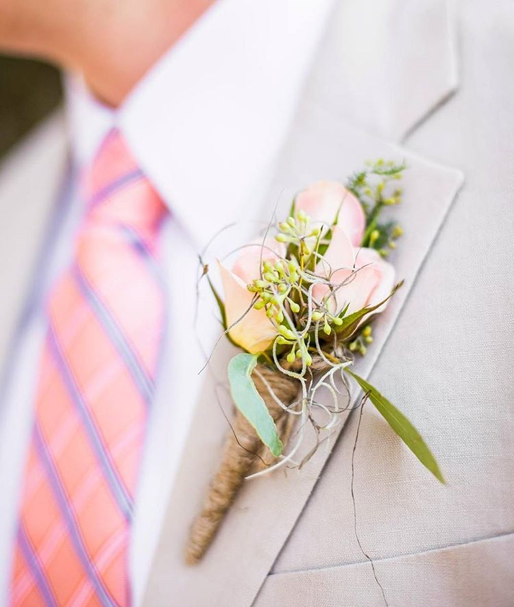 Boutonnieres for Your Groom | Lowcountry Bride